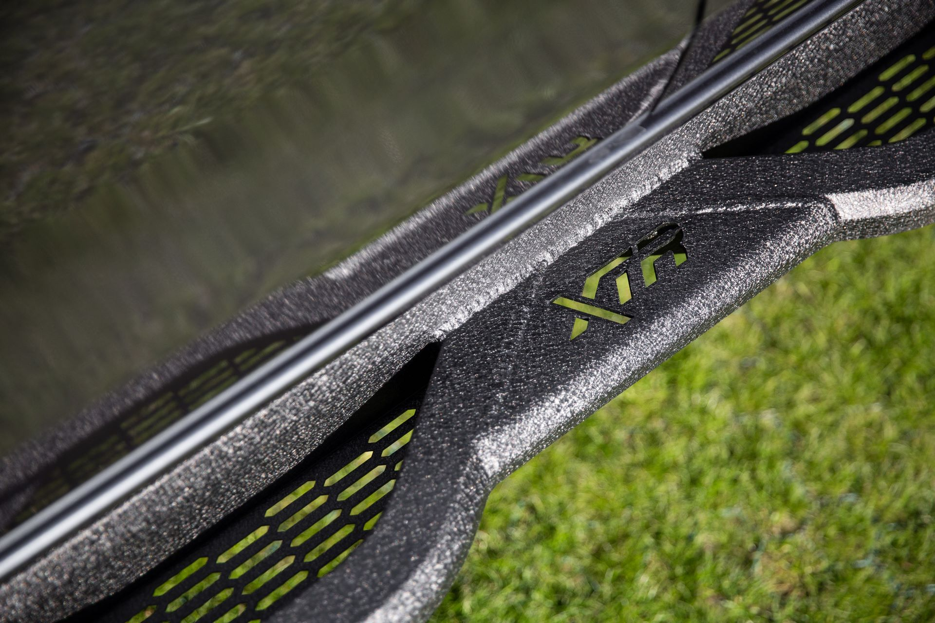 XTR-Colour-Side-Step-2