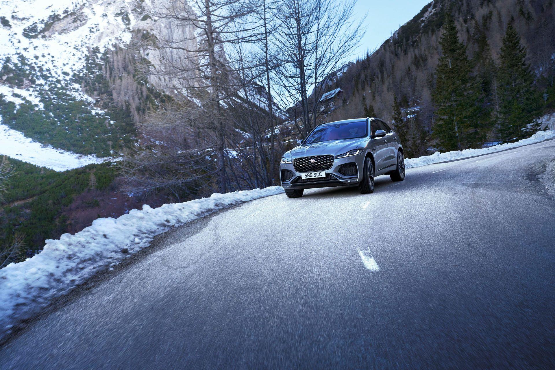 Jaguar-F-Pace-2021-100