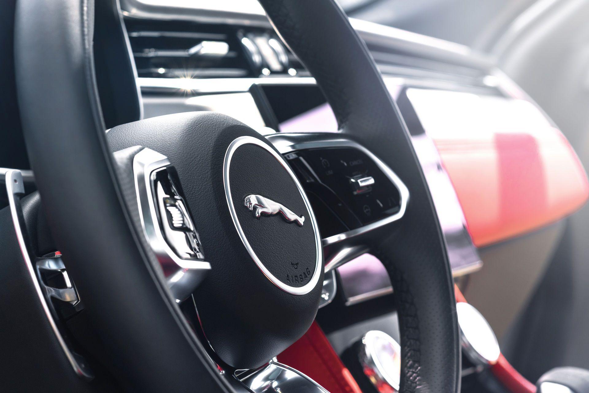 Jaguar-F-Pace-2021-113