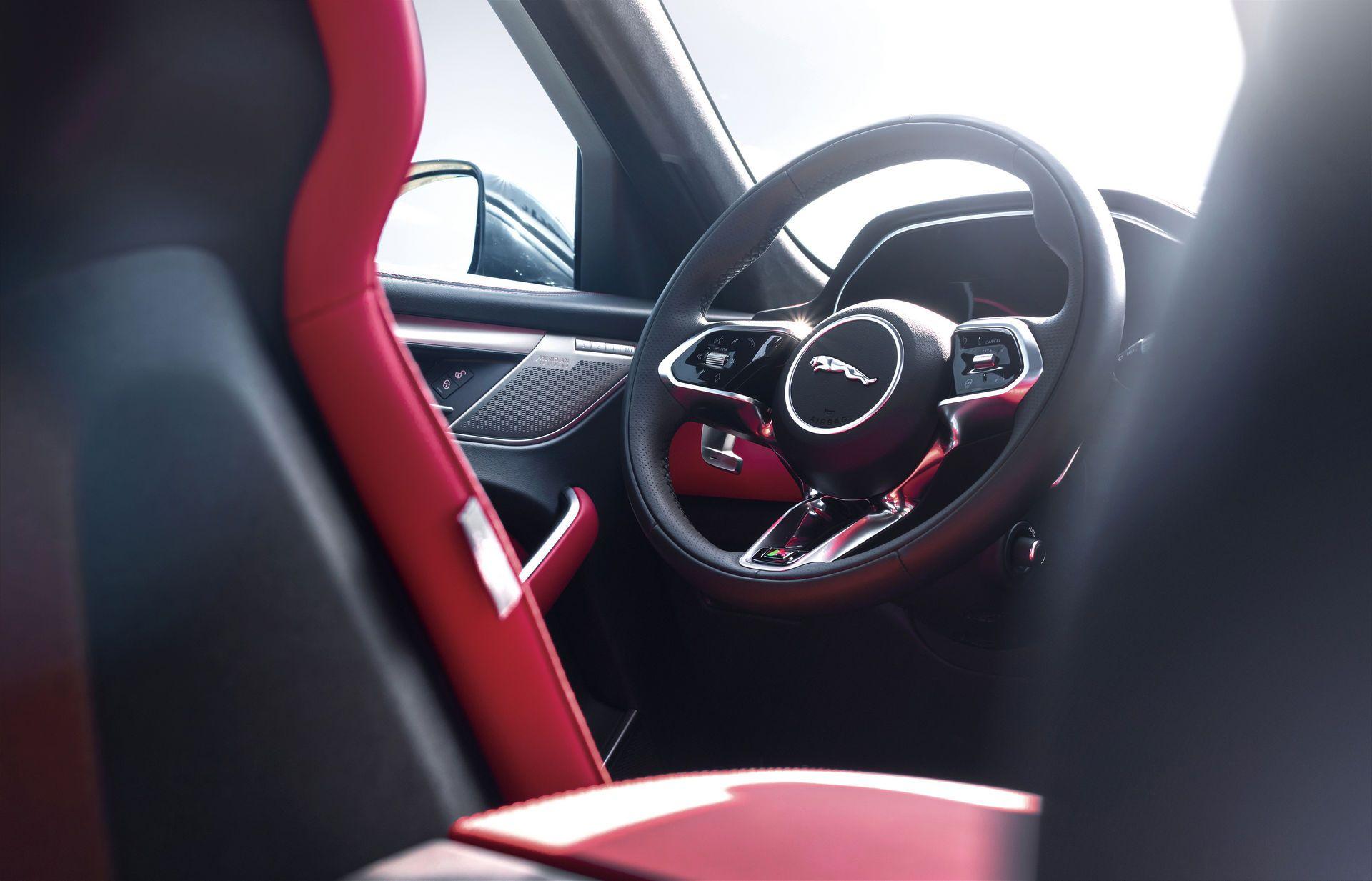Jaguar-F-Pace-2021-116