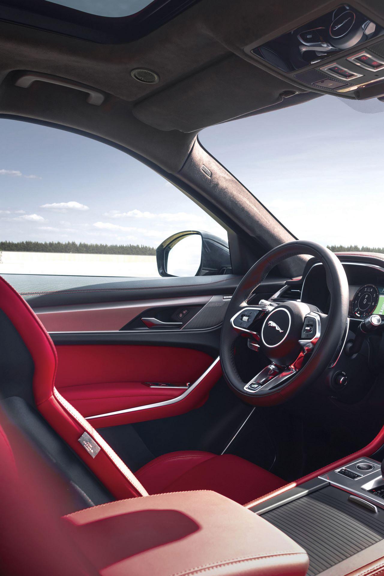 Jaguar-F-Pace-2021-120