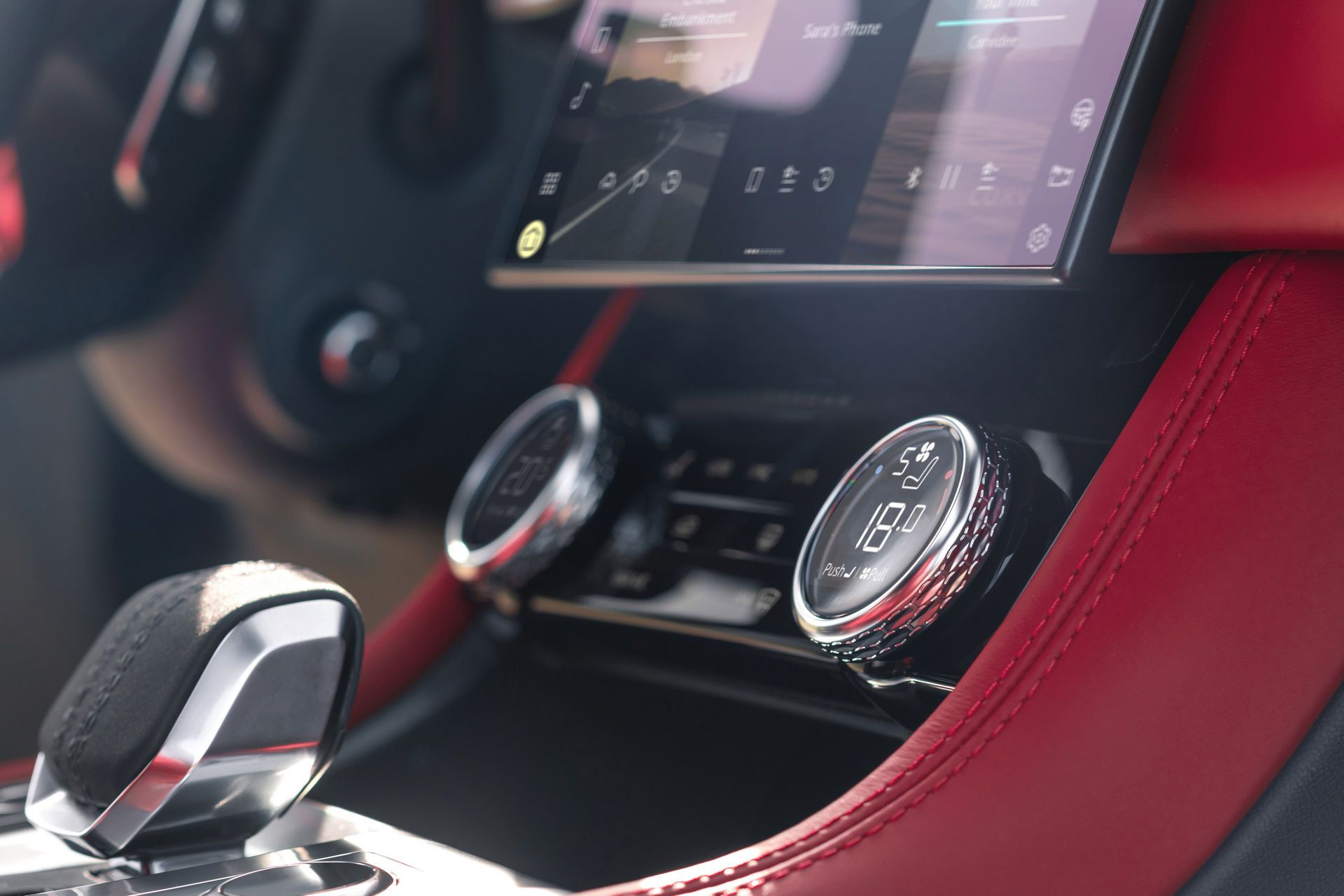 Jaguar-F-Pace-2021-124