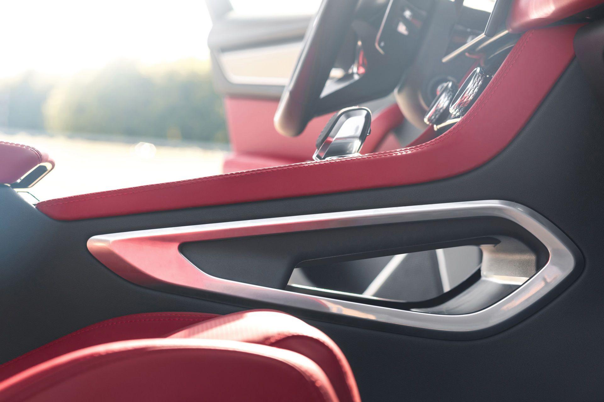 Jaguar-F-Pace-2021-125