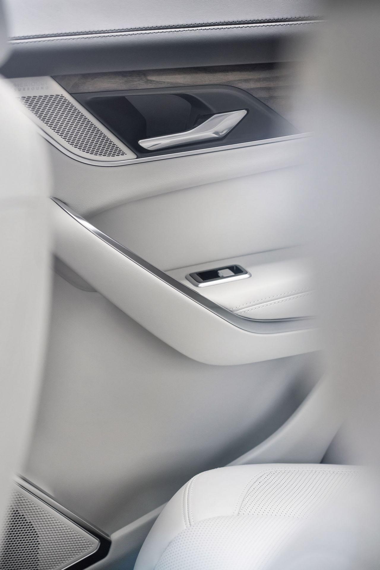 Jaguar-F-Pace-2021-133