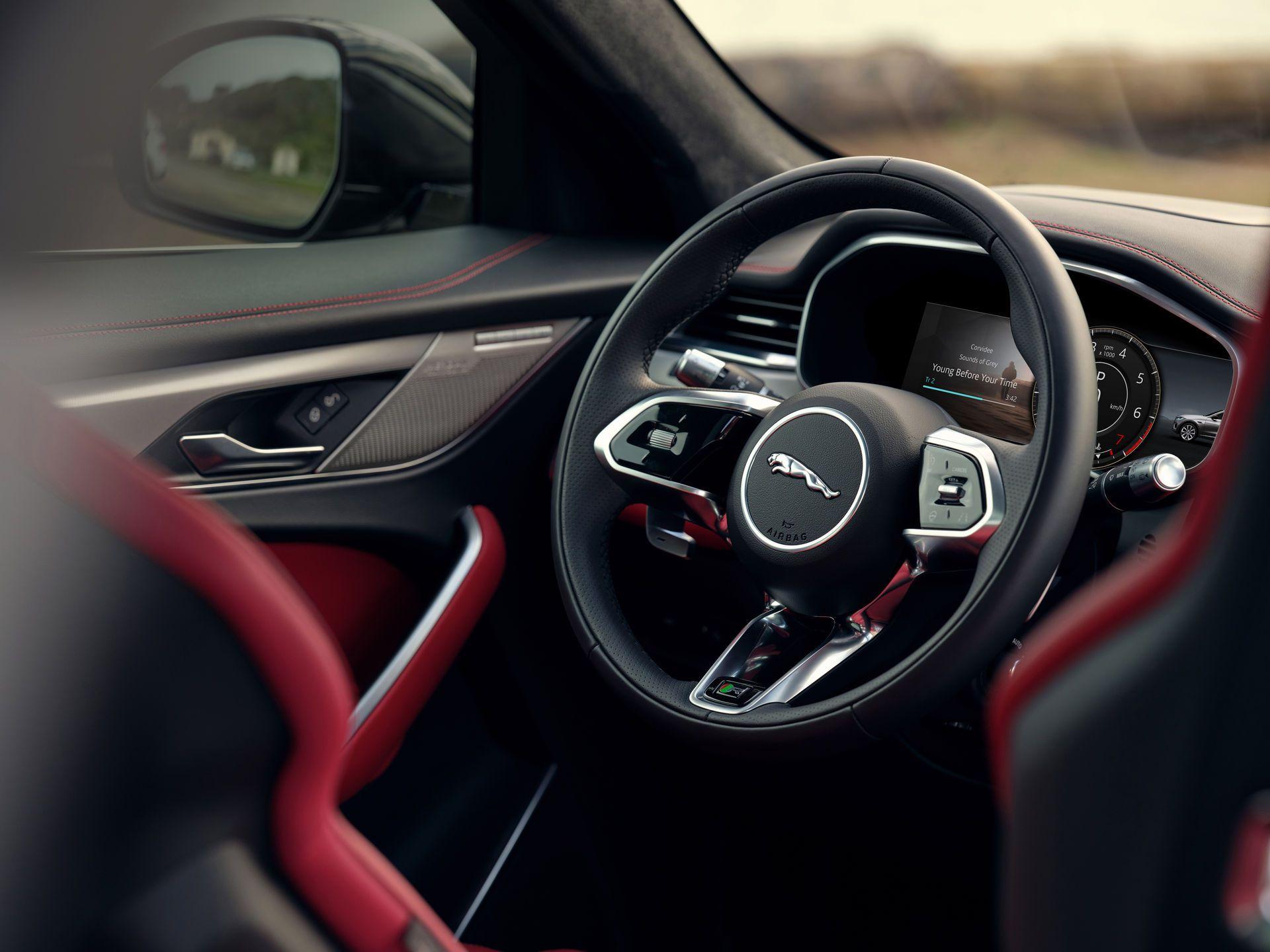 Jaguar-F-Pace-2021-138