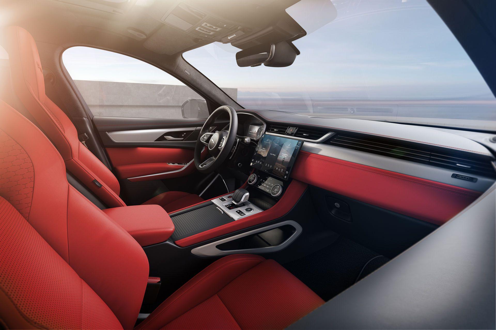 Jaguar-F-Pace-2021-24