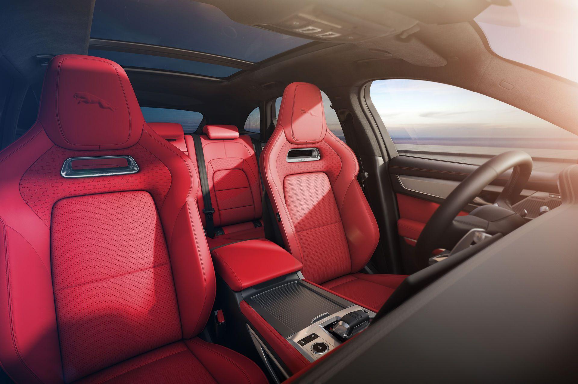Jaguar-F-Pace-2021-25