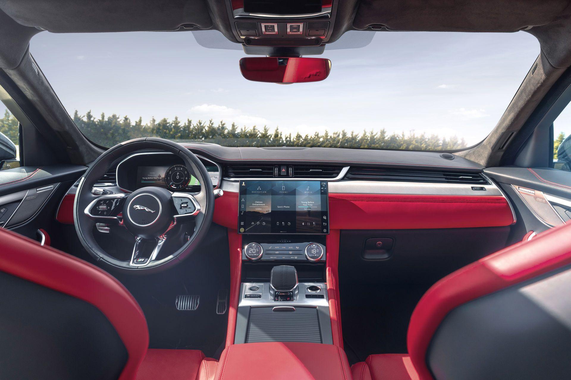 Jaguar-F-Pace-2021-31