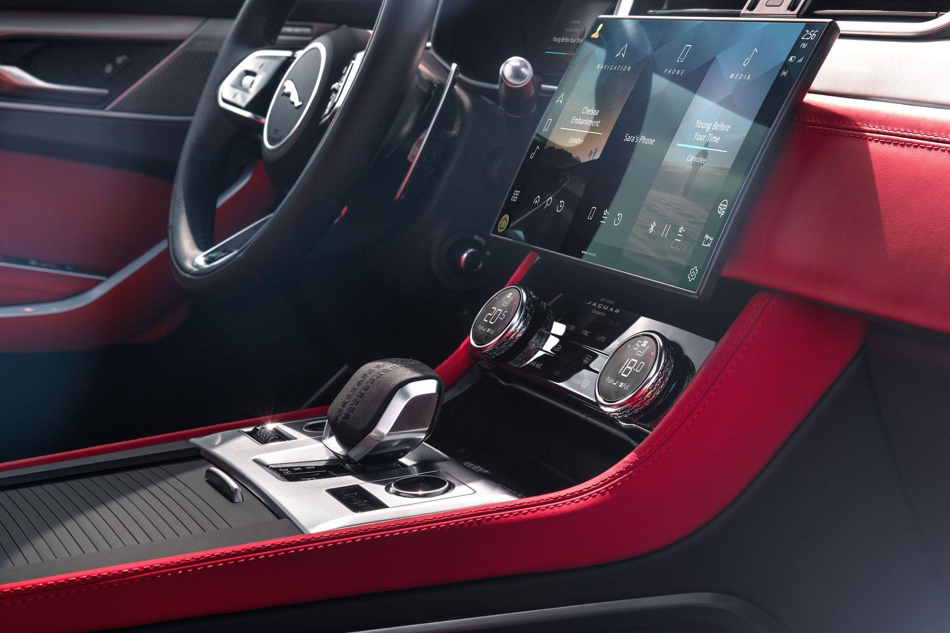 Jaguar-F-Pace-2021-36
