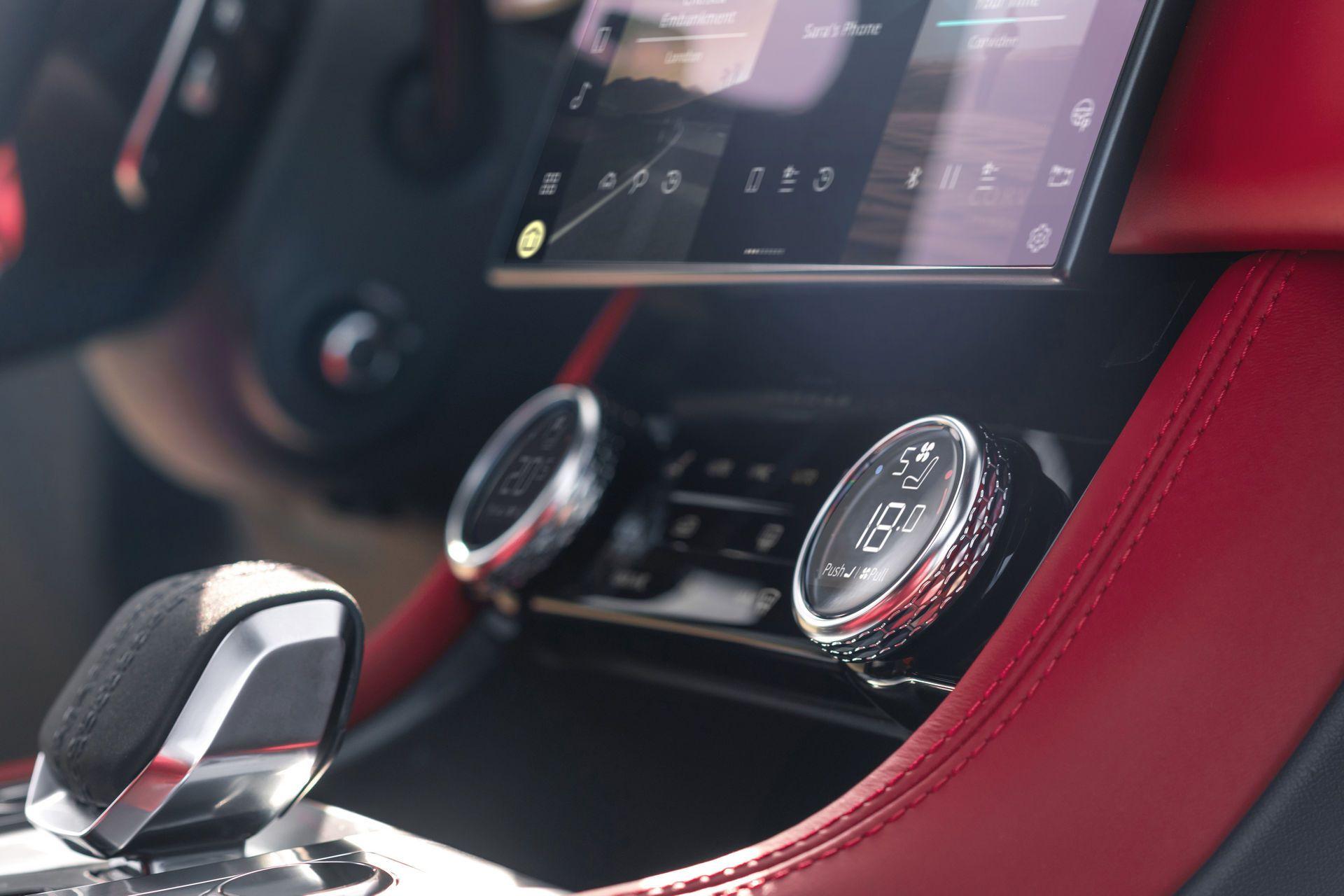 Jaguar-F-Pace-2021-40