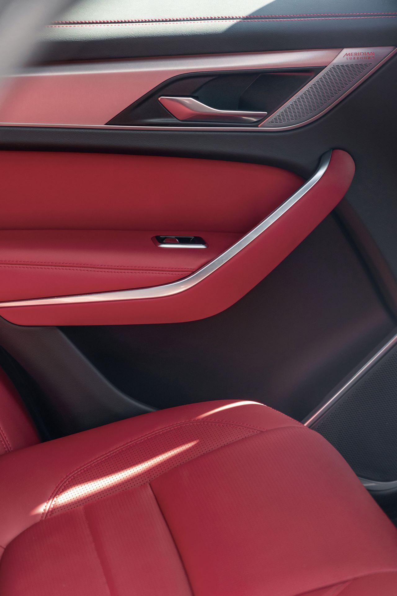 Jaguar-F-Pace-2021-44