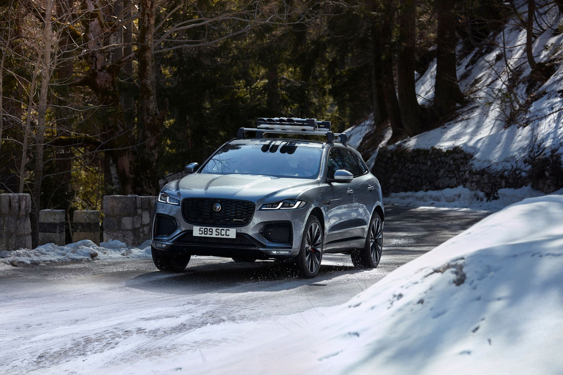 Jaguar-F-Pace-2021-93