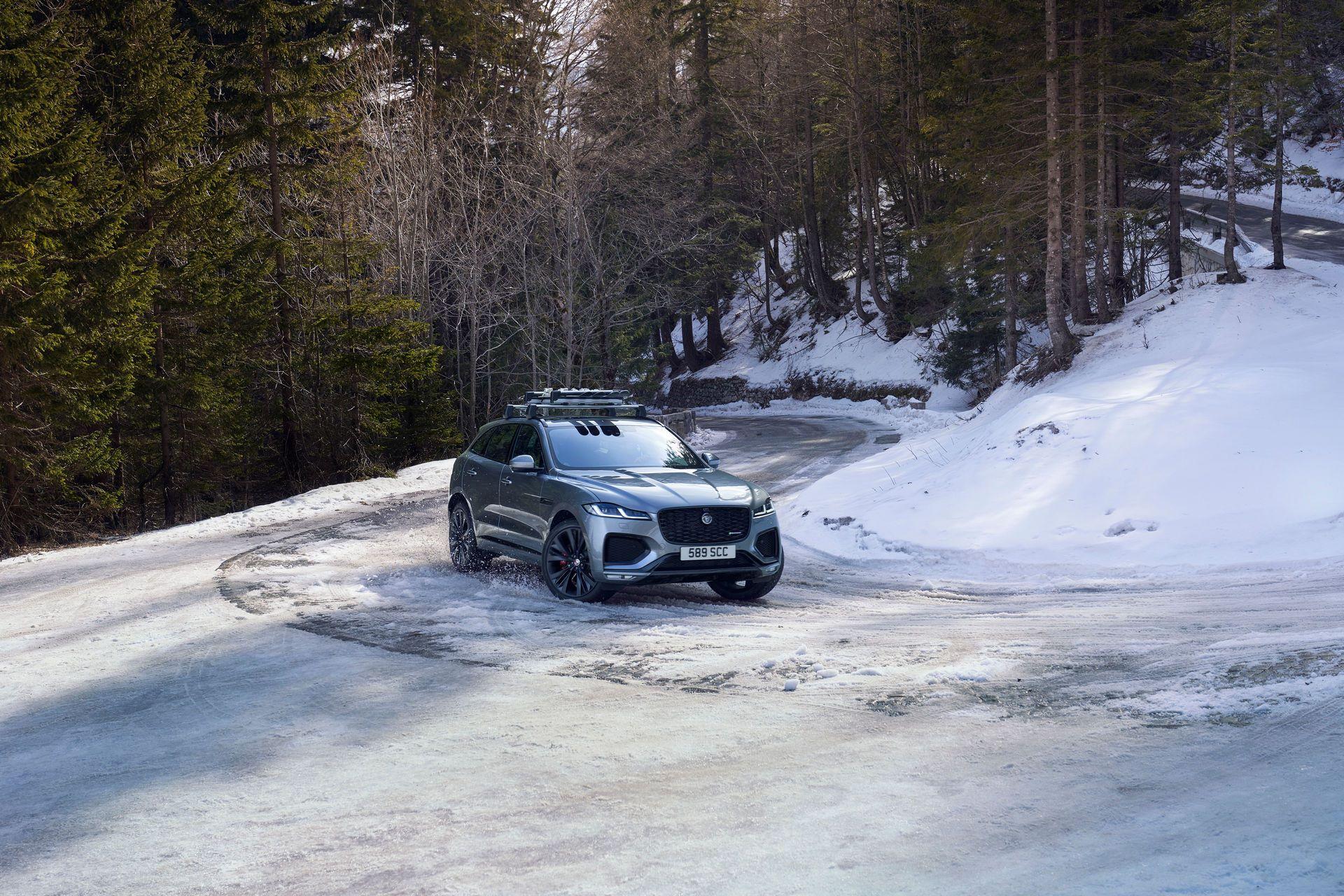 Jaguar-F-Pace-2021-95