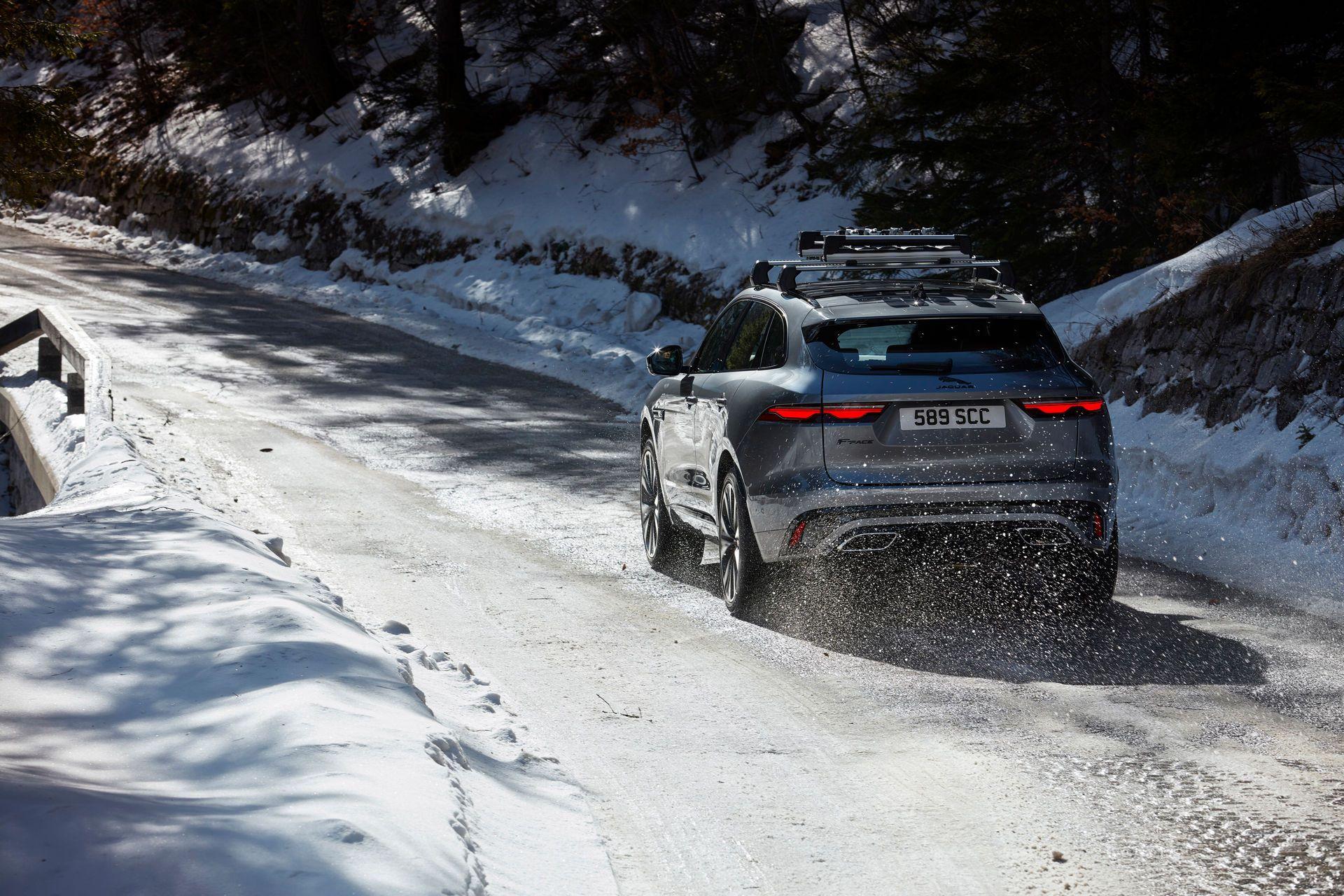 Jaguar-F-Pace-2021-99