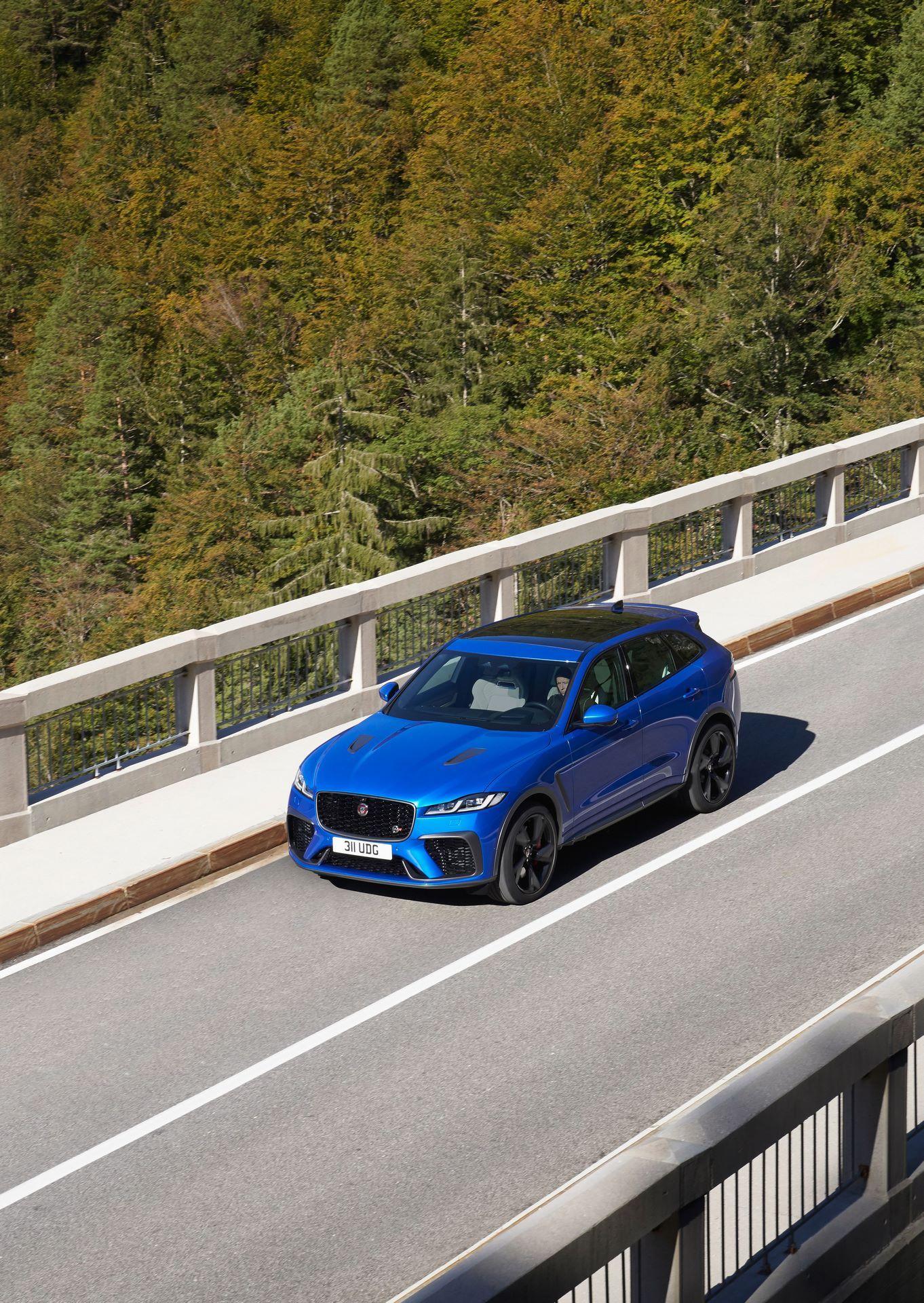 Jaguar-F-Pace-SVR-facelift-2021-10