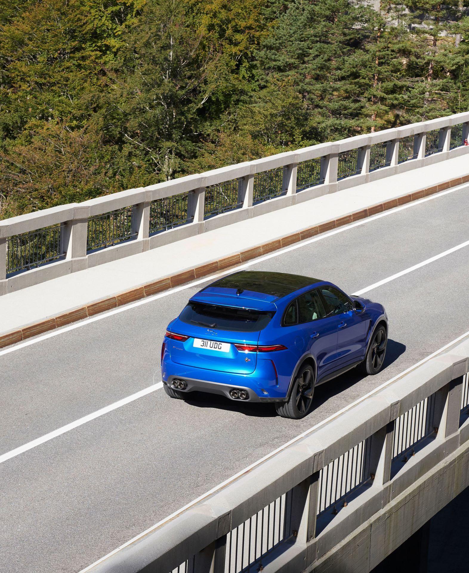 Jaguar-F-Pace-SVR-facelift-2021-11