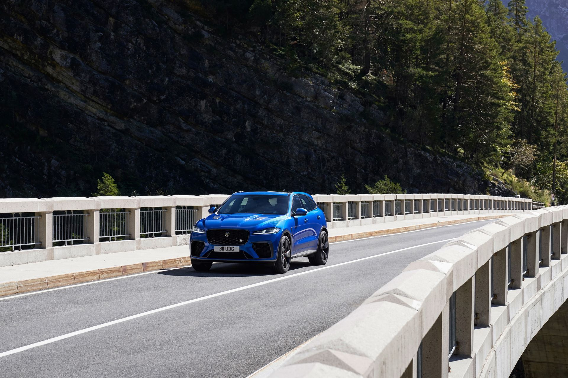 Jaguar-F-Pace-SVR-facelift-2021-13