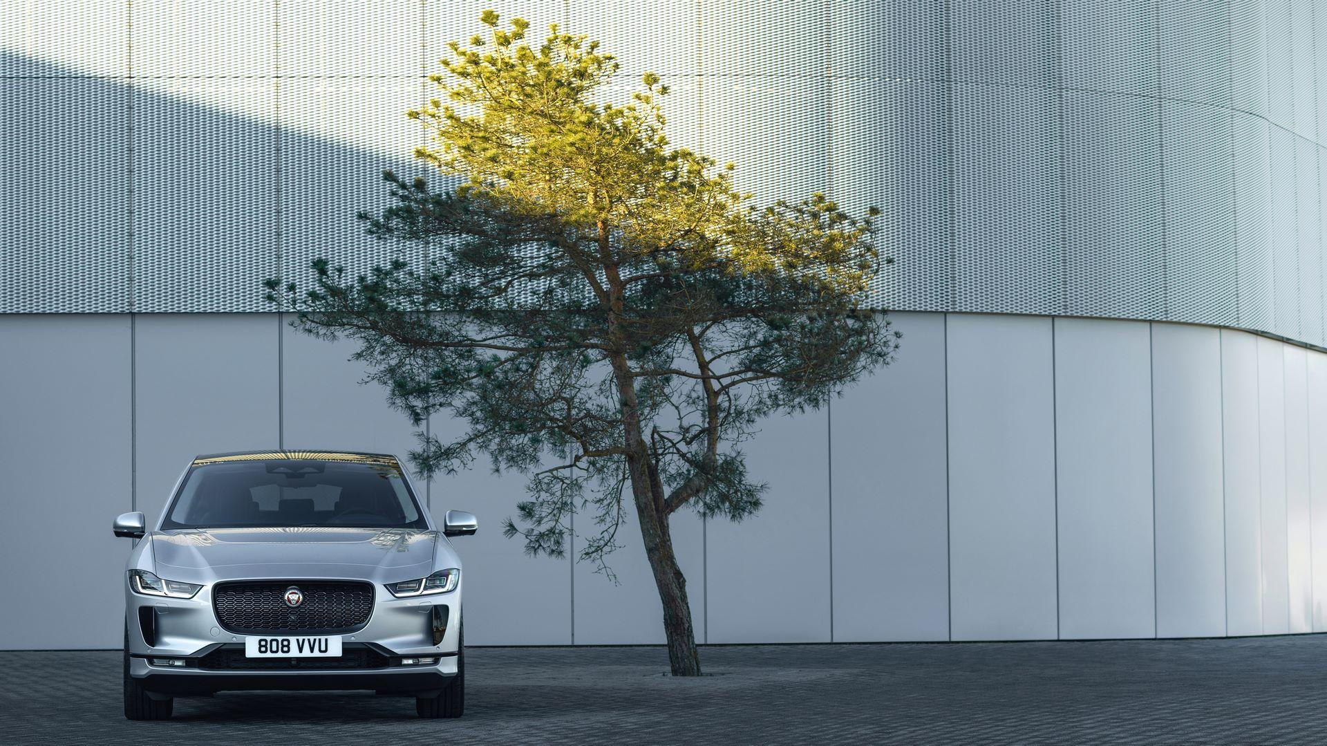 Jaguar-I-Pace-2021-13