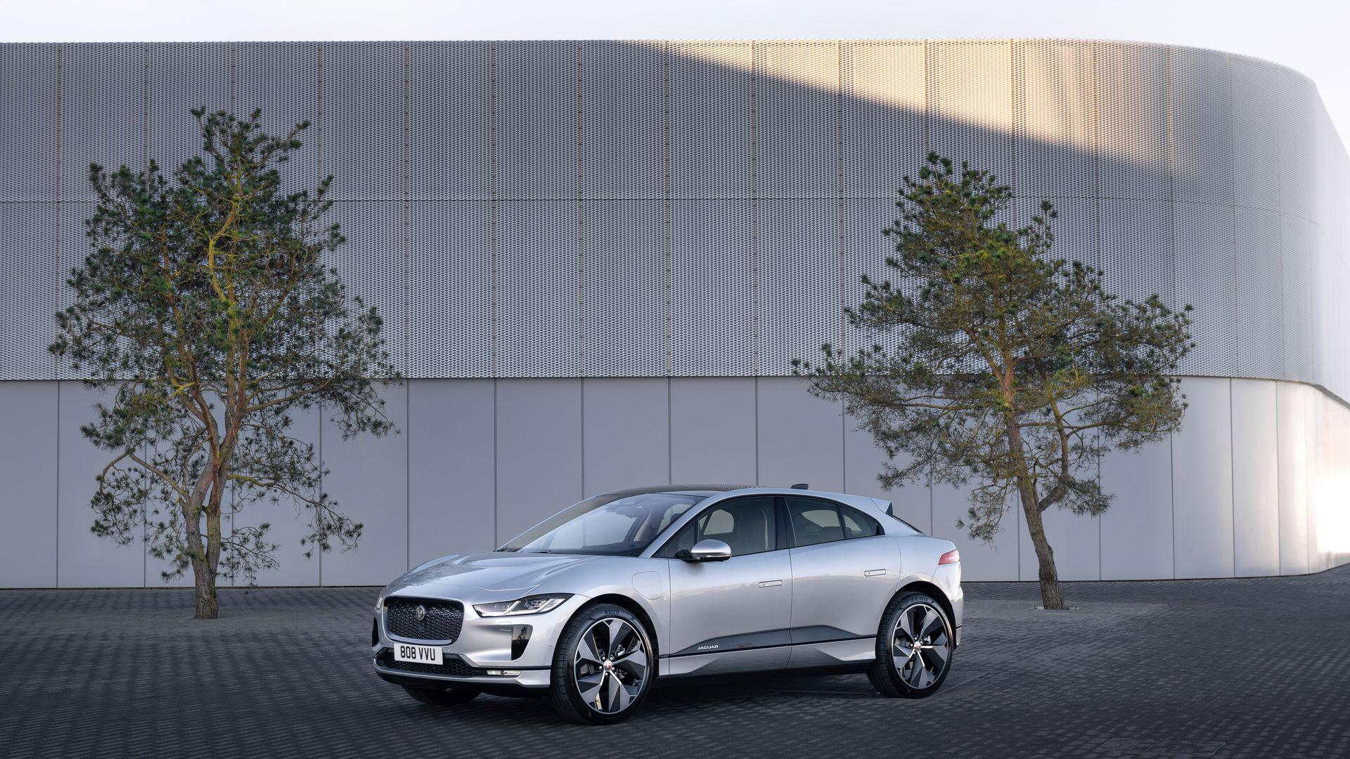 Jaguar-I-Pace-2021-14