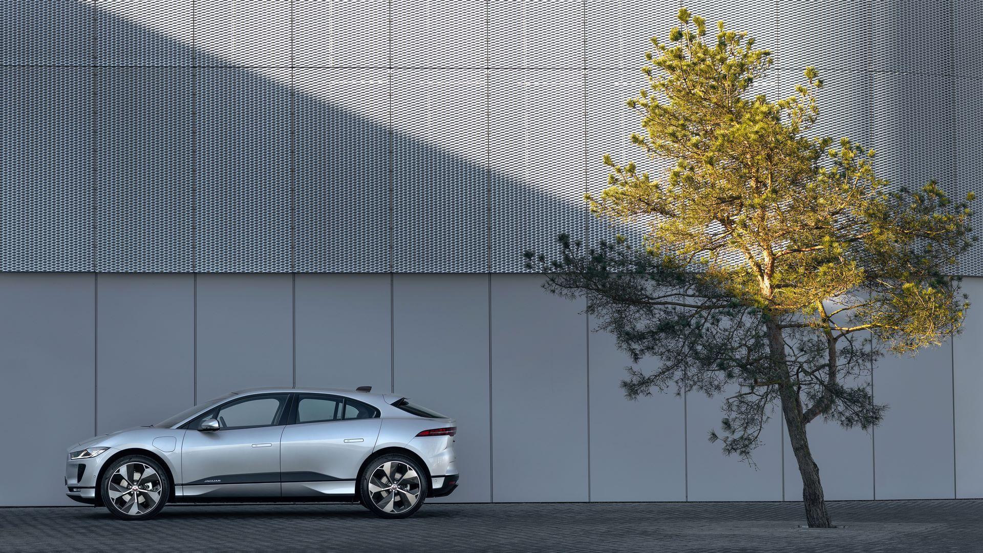 Jaguar-I-Pace-2021-18