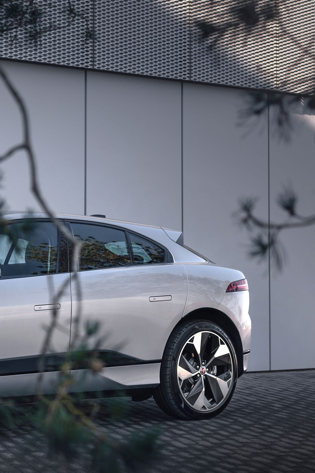 Jaguar-I-Pace-2021-20