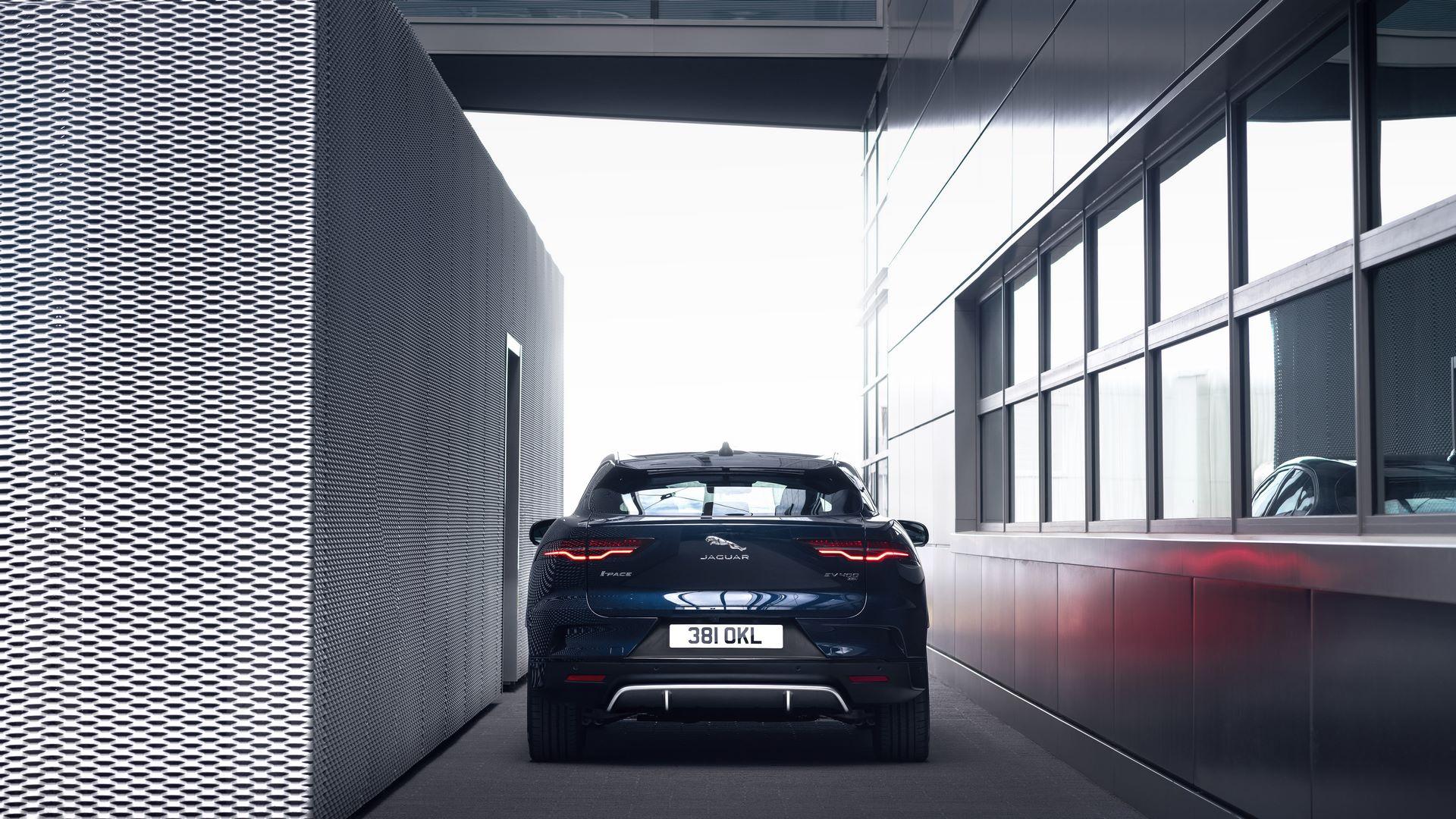 Jaguar-I-Pace-2021-25
