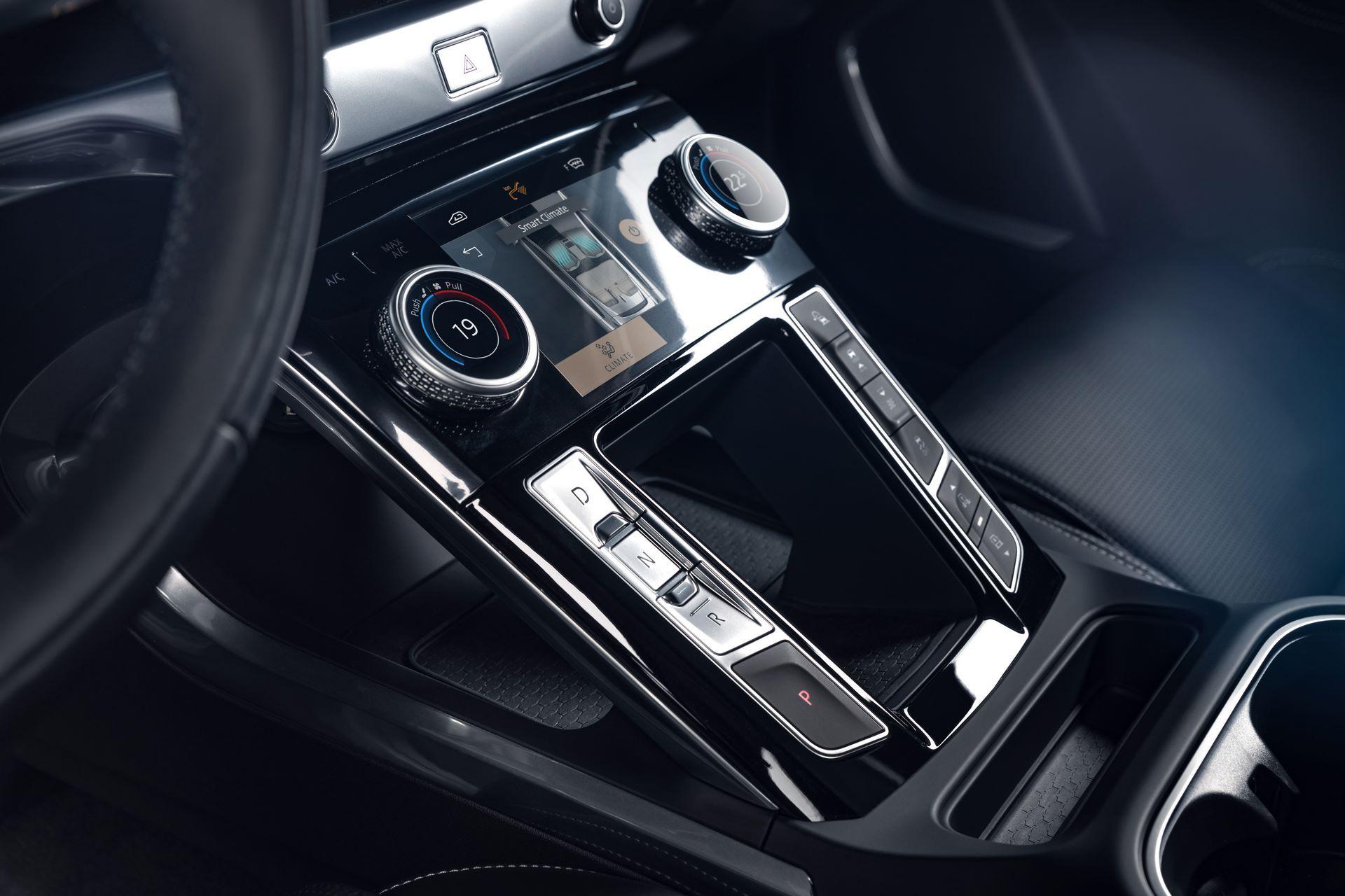 Jaguar-I-Pace-2021-37