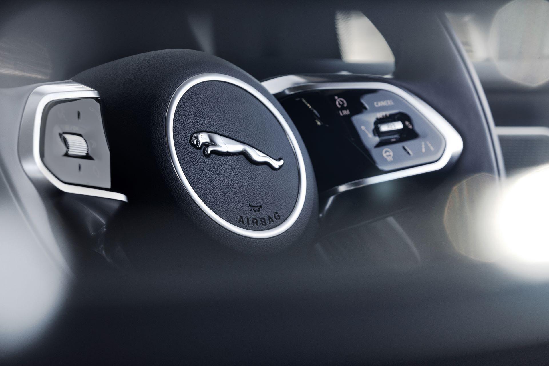 Jaguar-I-Pace-2021-43