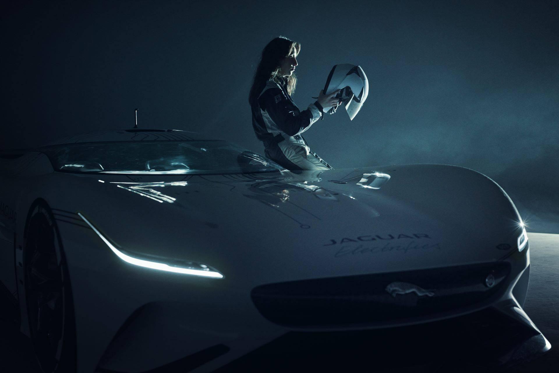 Jaguar-Vision-Gran-Turismo-SV-36