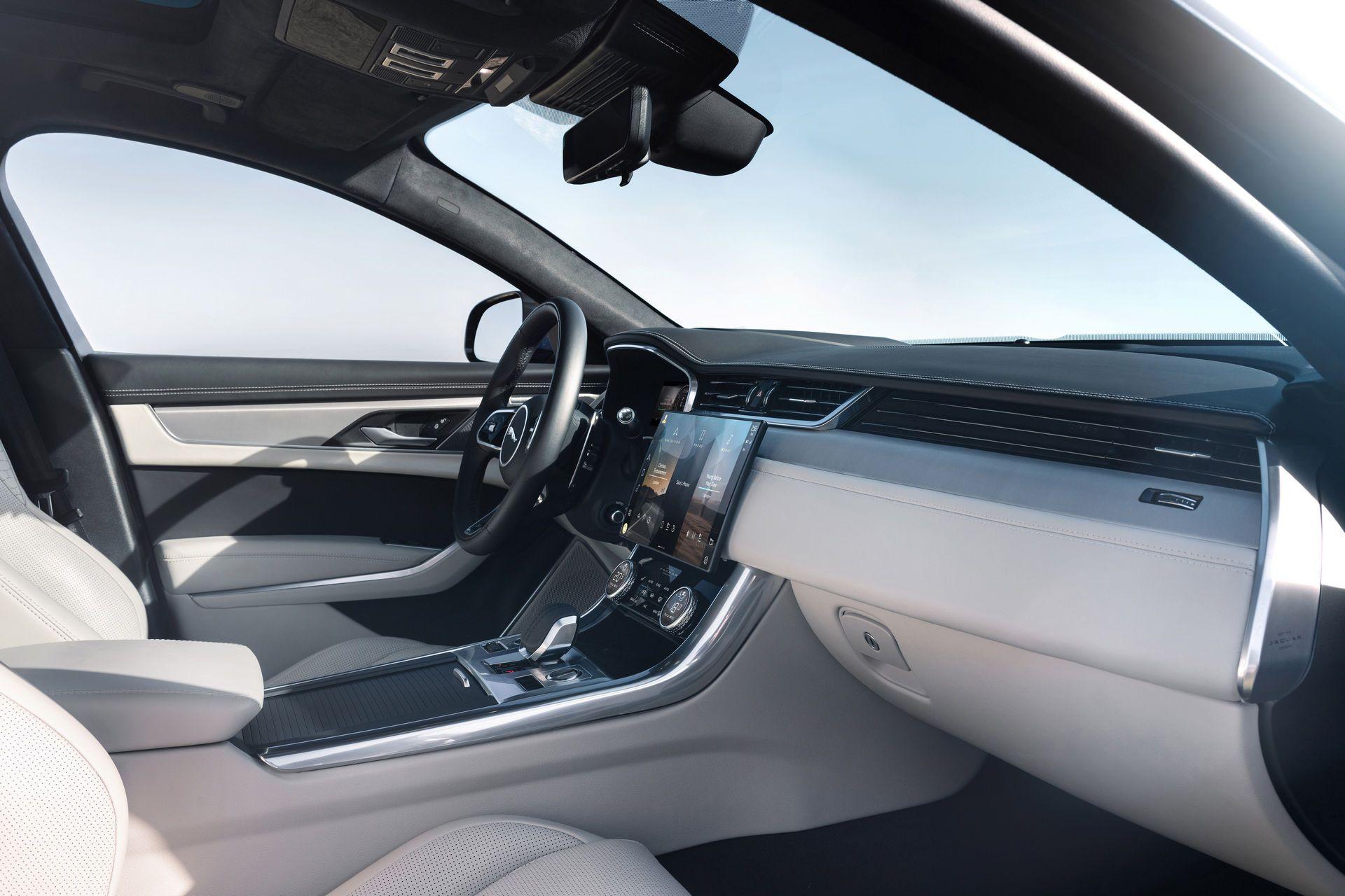 Jaguar-XF-2021-104