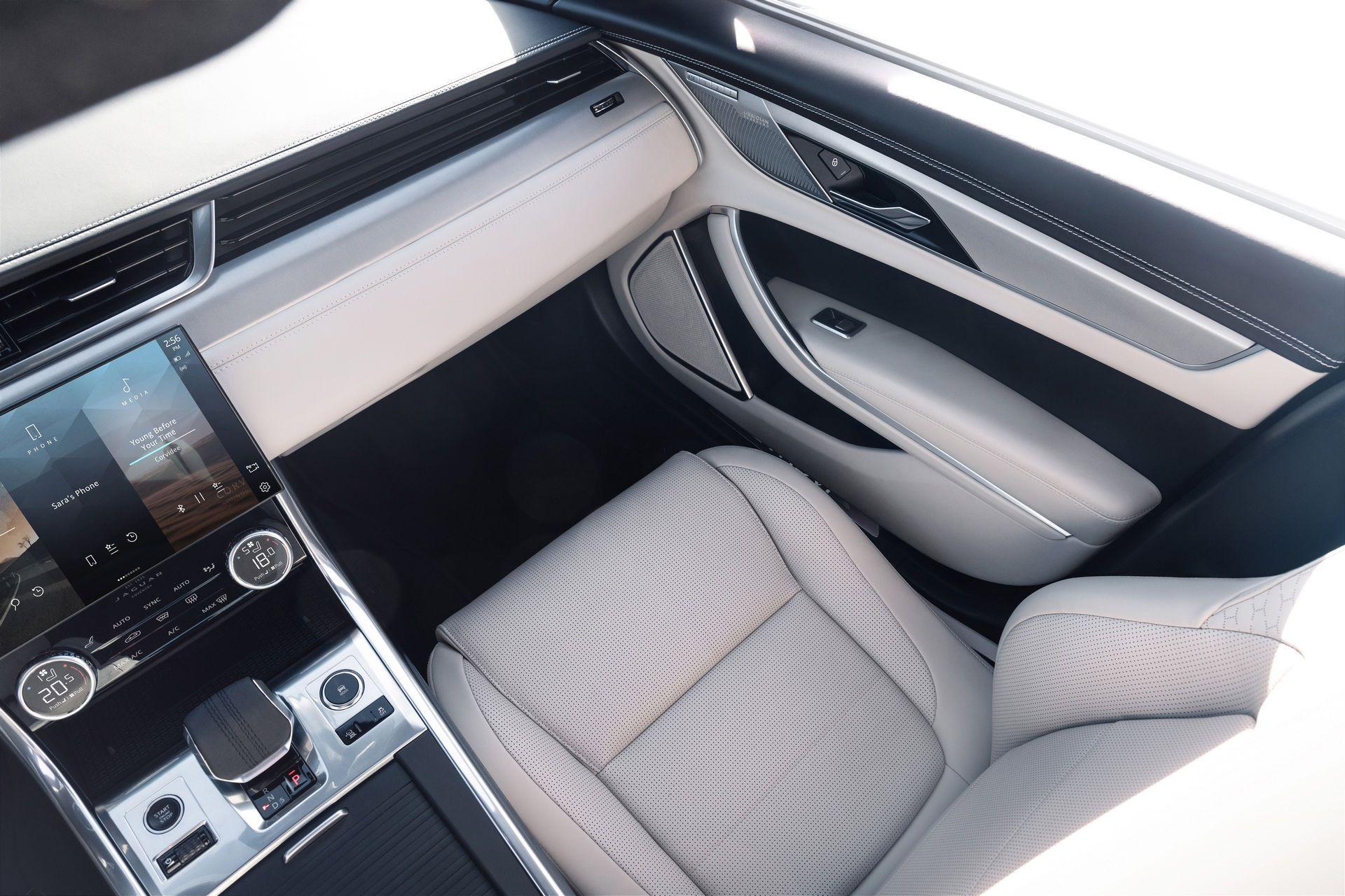 Jaguar-XF-2021-106