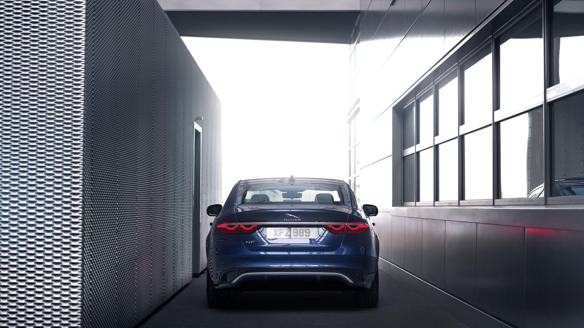 Jaguar-XF-2021-43