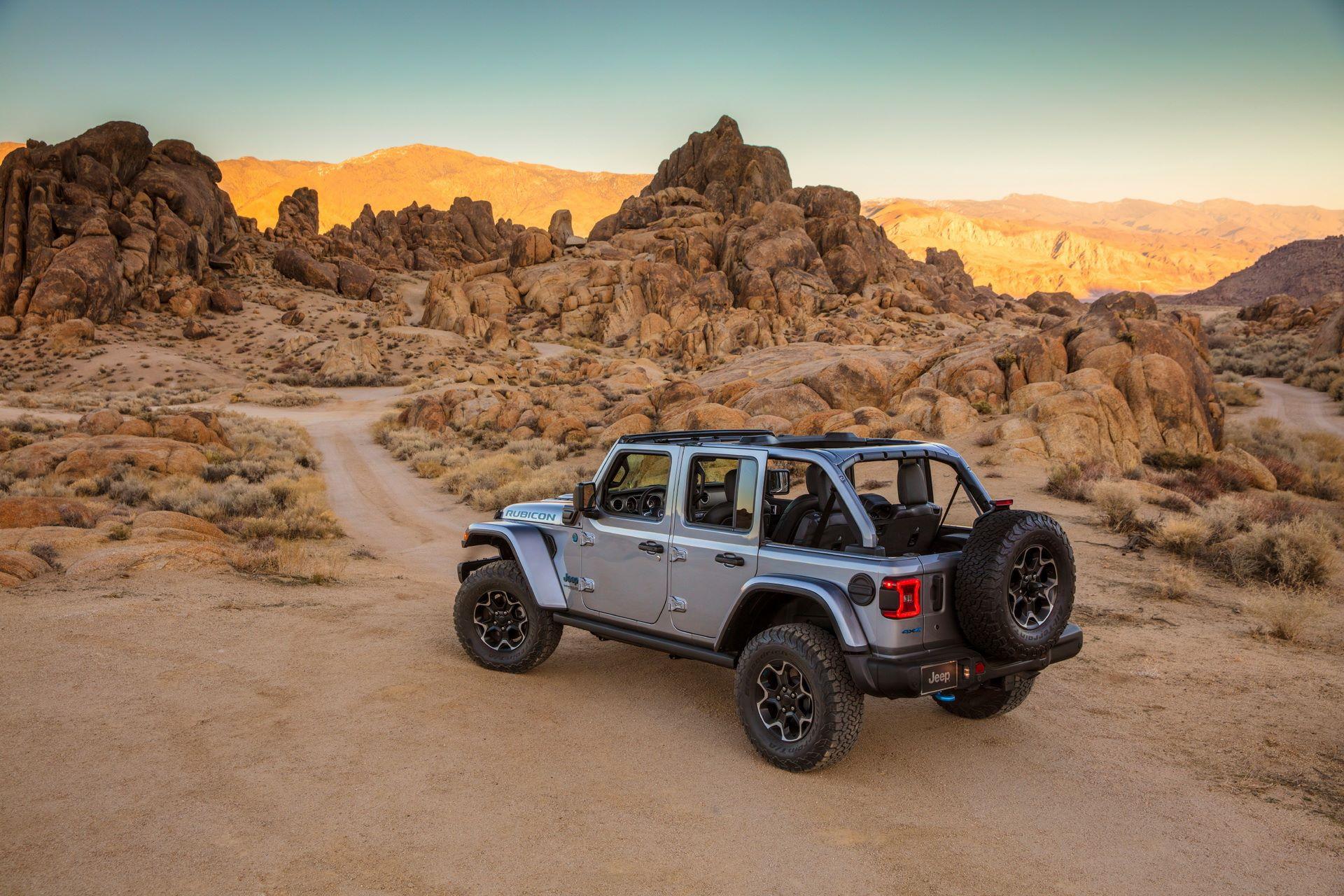 Jeep-Wrangler-4xe-8