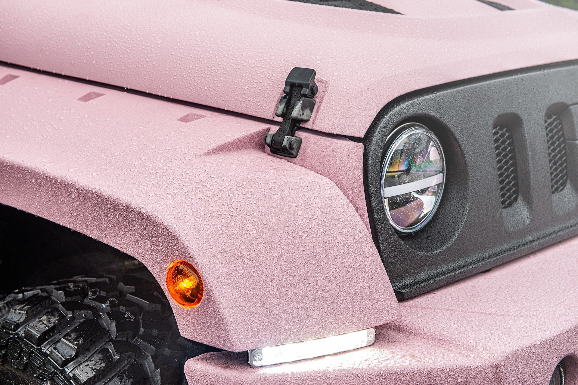 Jeep-Wrangler-pink-by-Kahn-Design-11
