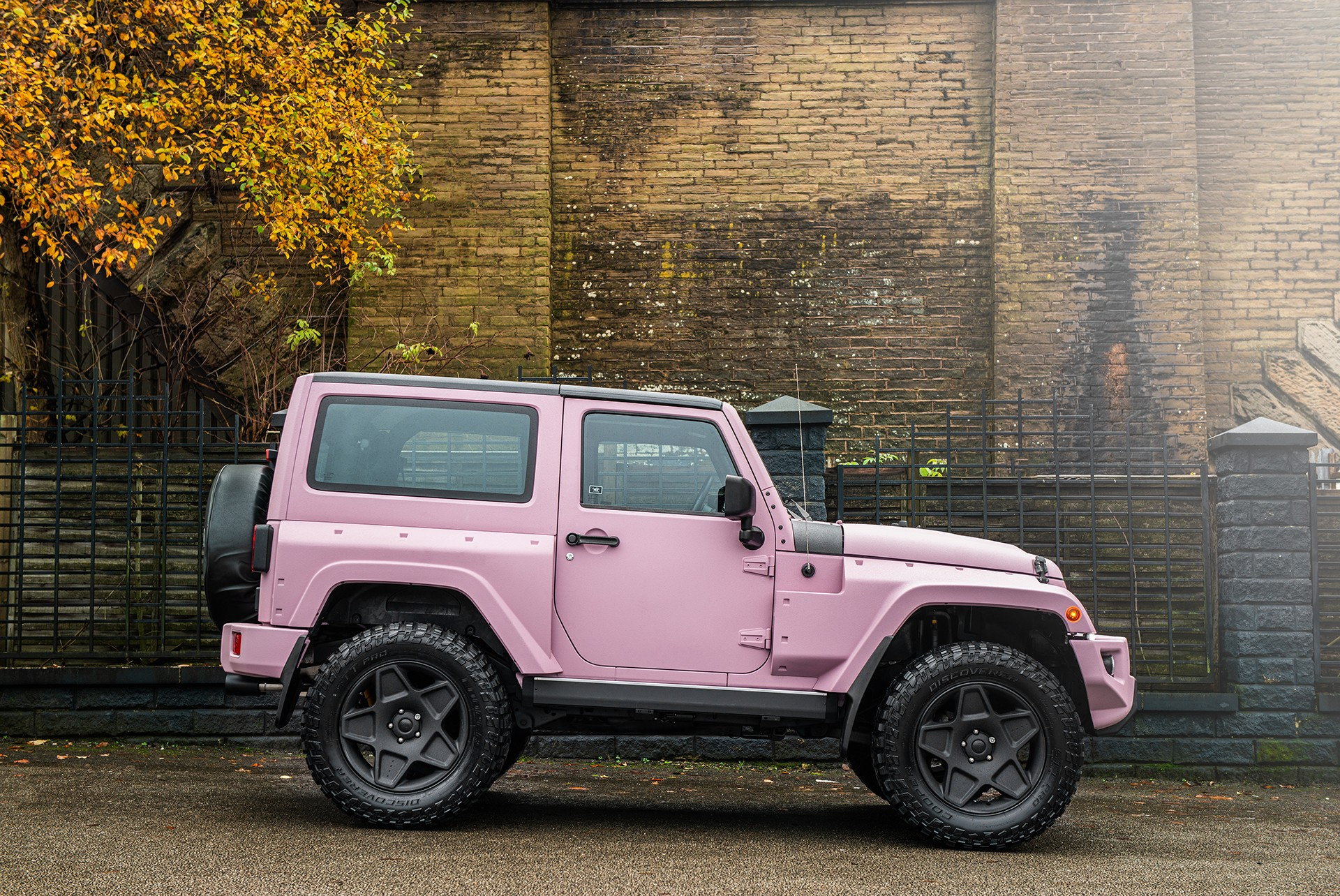 Jeep-Wrangler-pink-by-Kahn-Design-3