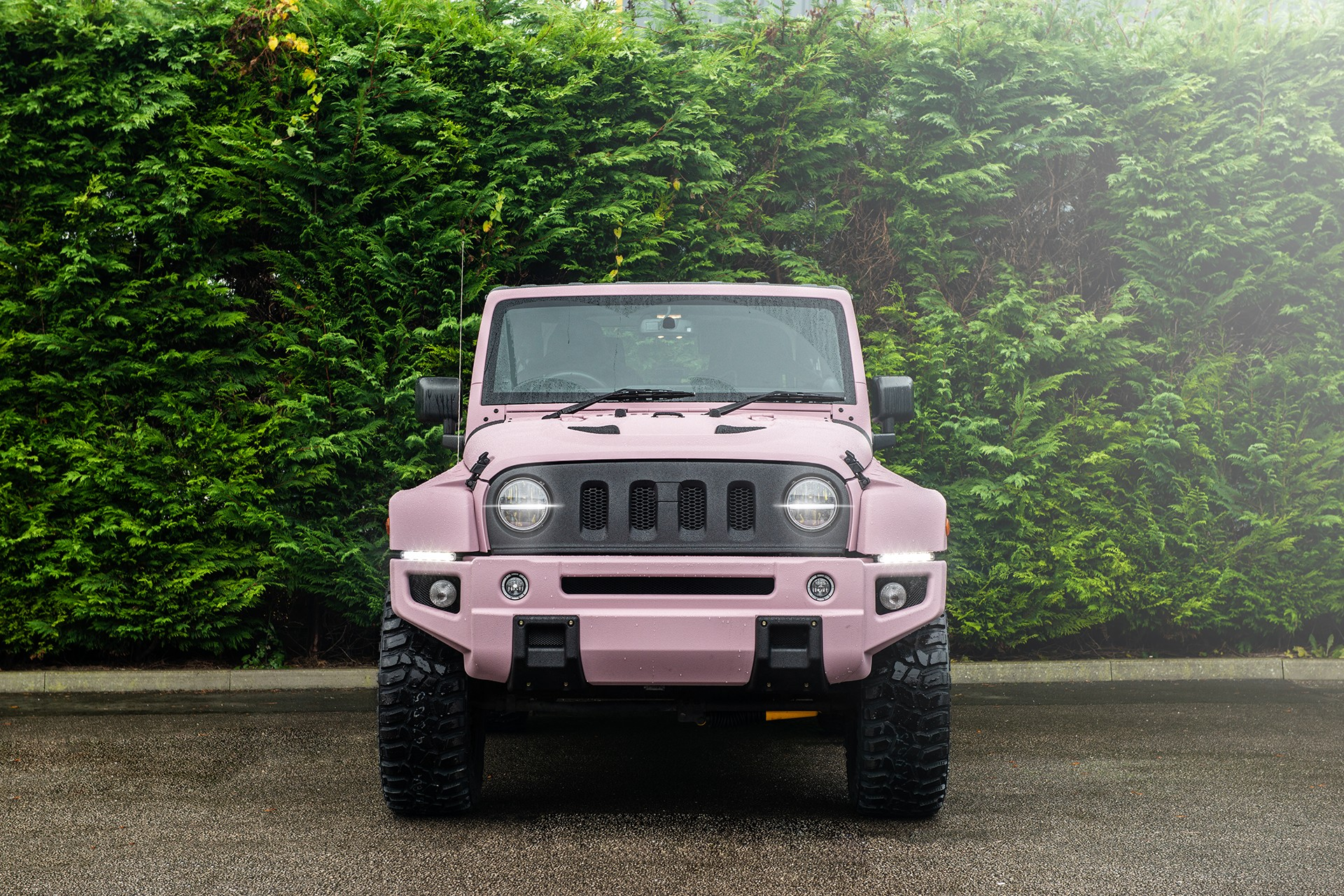 Jeep-Wrangler-pink-by-Kahn-Design-4