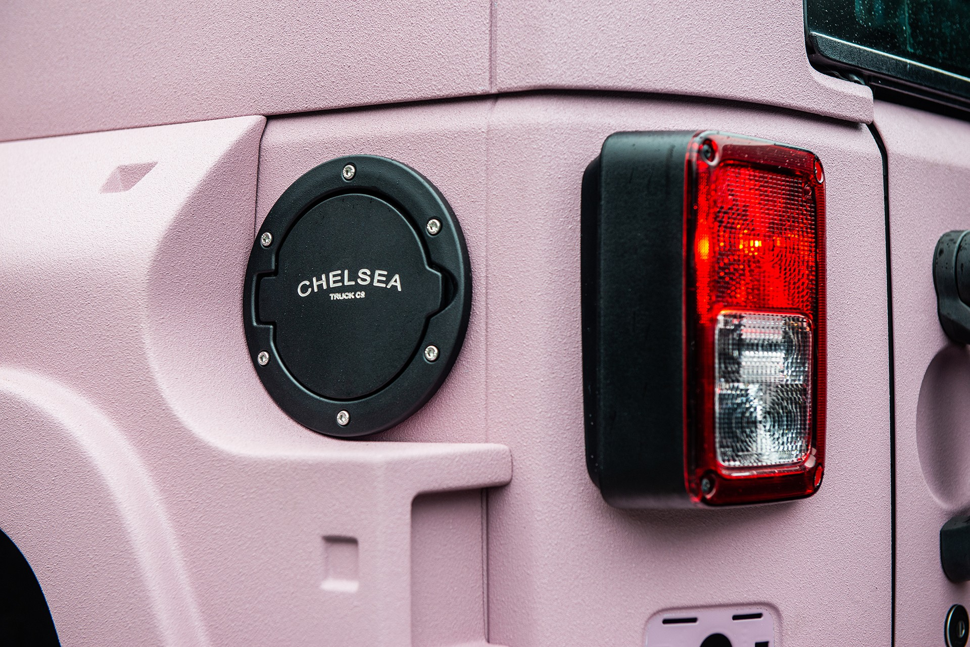 Jeep-Wrangler-pink-by-Kahn-Design-9