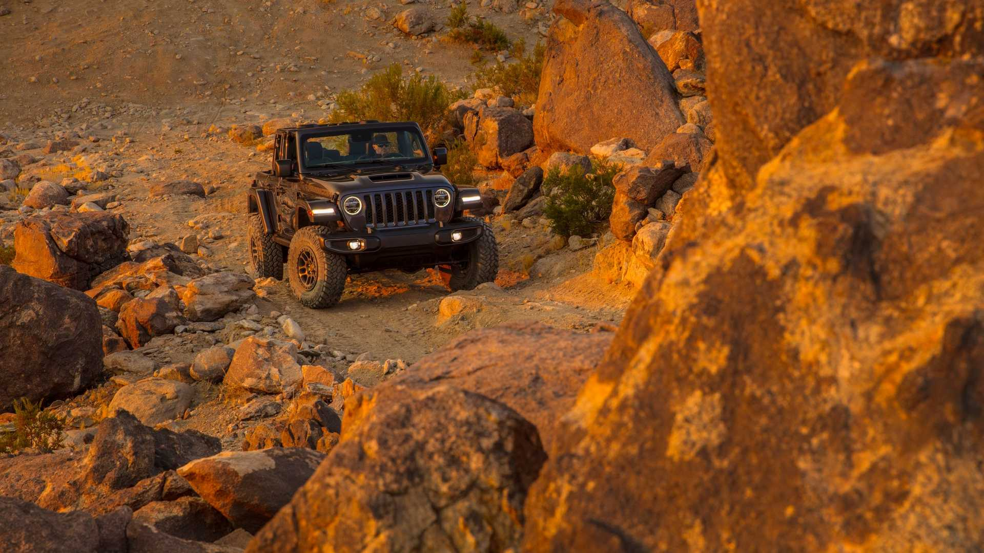 2021-jeep-wrangler-rubicon-392-front-view-15