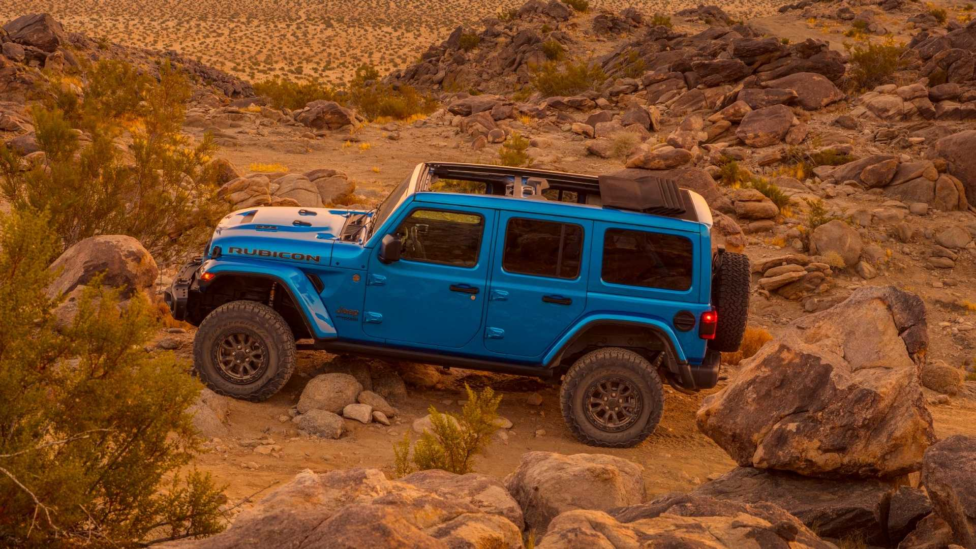 2021-jeep-wrangler-rubicon-392-side-view-2
