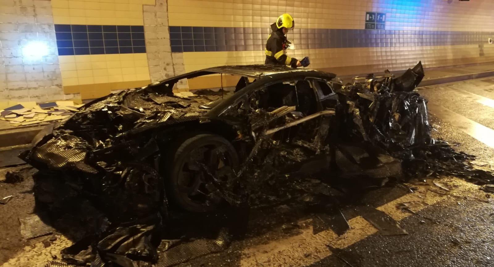 Lamborghini-Aventador-Carbonado-burned-1