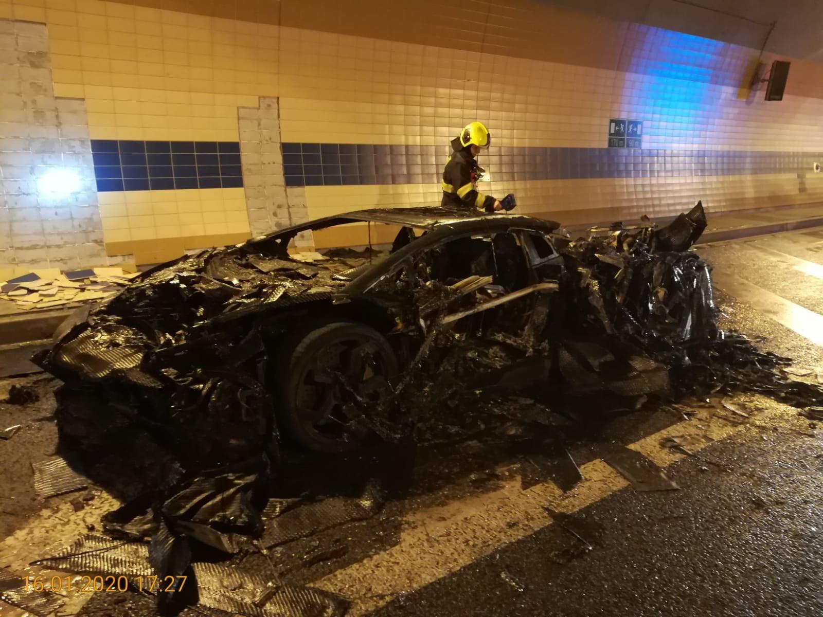 Lamborghini-Aventador-Carbonado-burned-5