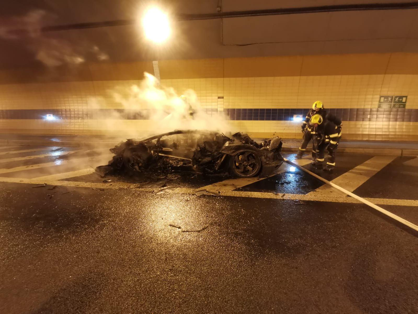 Lamborghini-Aventador-Carbonado-burned-6