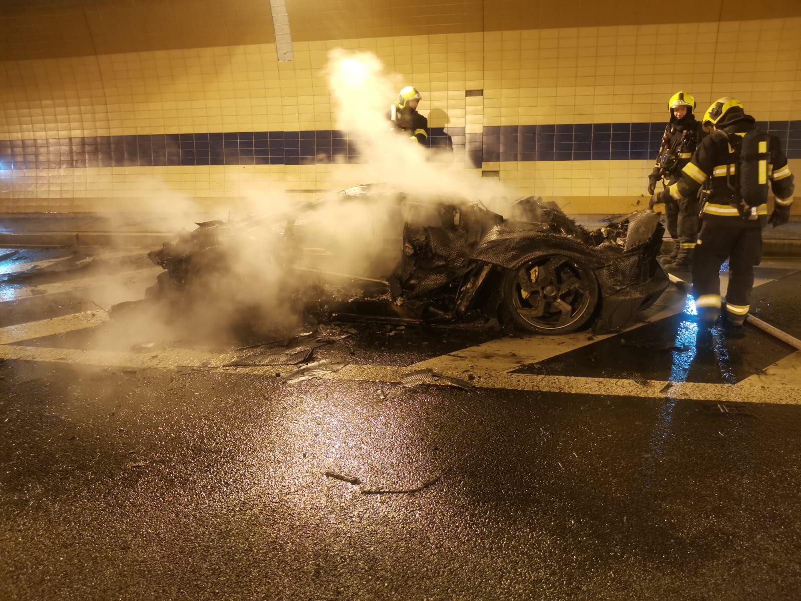 Lamborghini-Aventador-Carbonado-burned-7