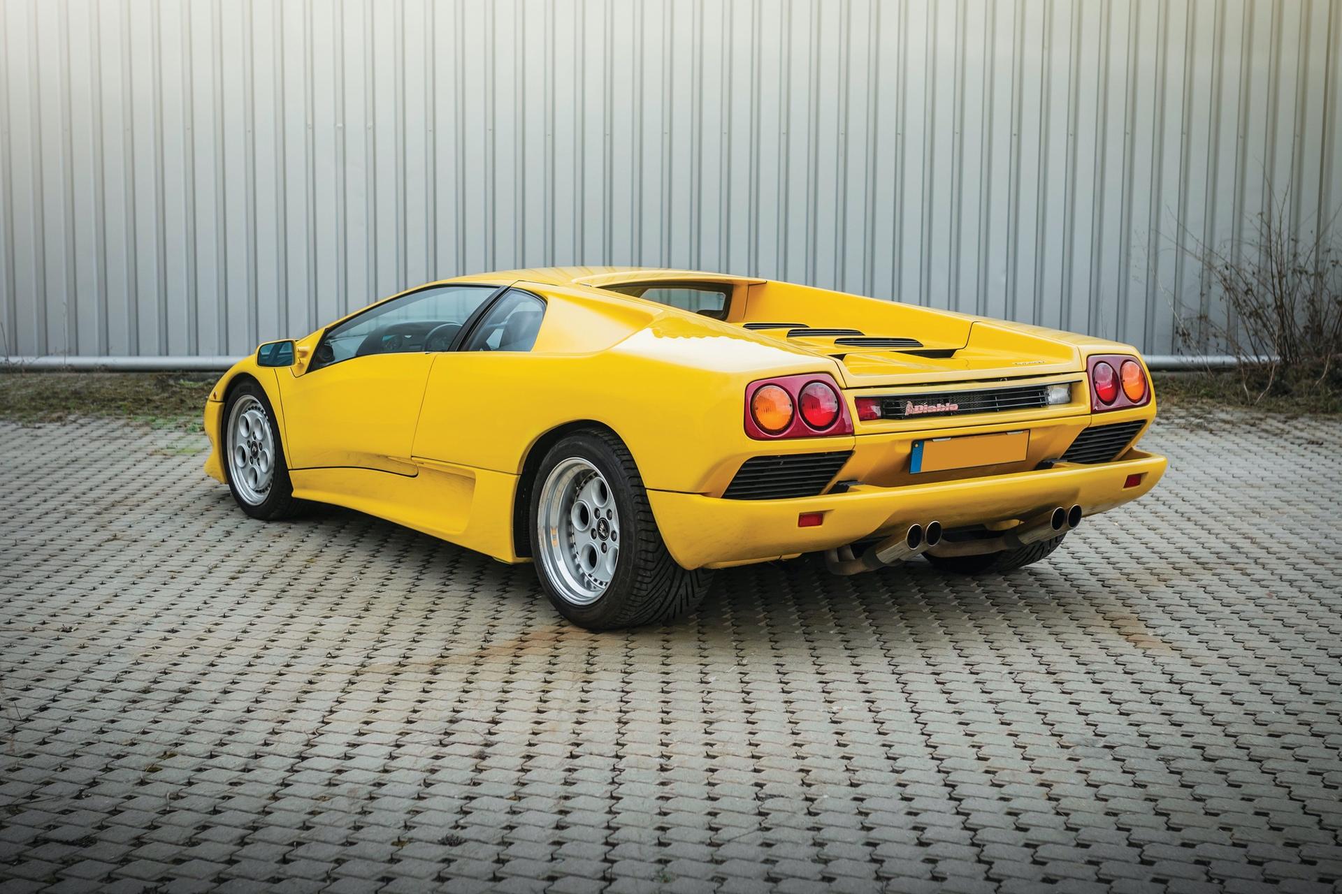 1991-Lamborghini-Diablo-_1