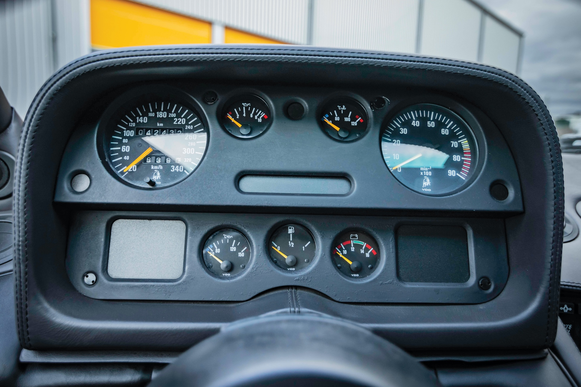 1991-Lamborghini-Diablo-_12