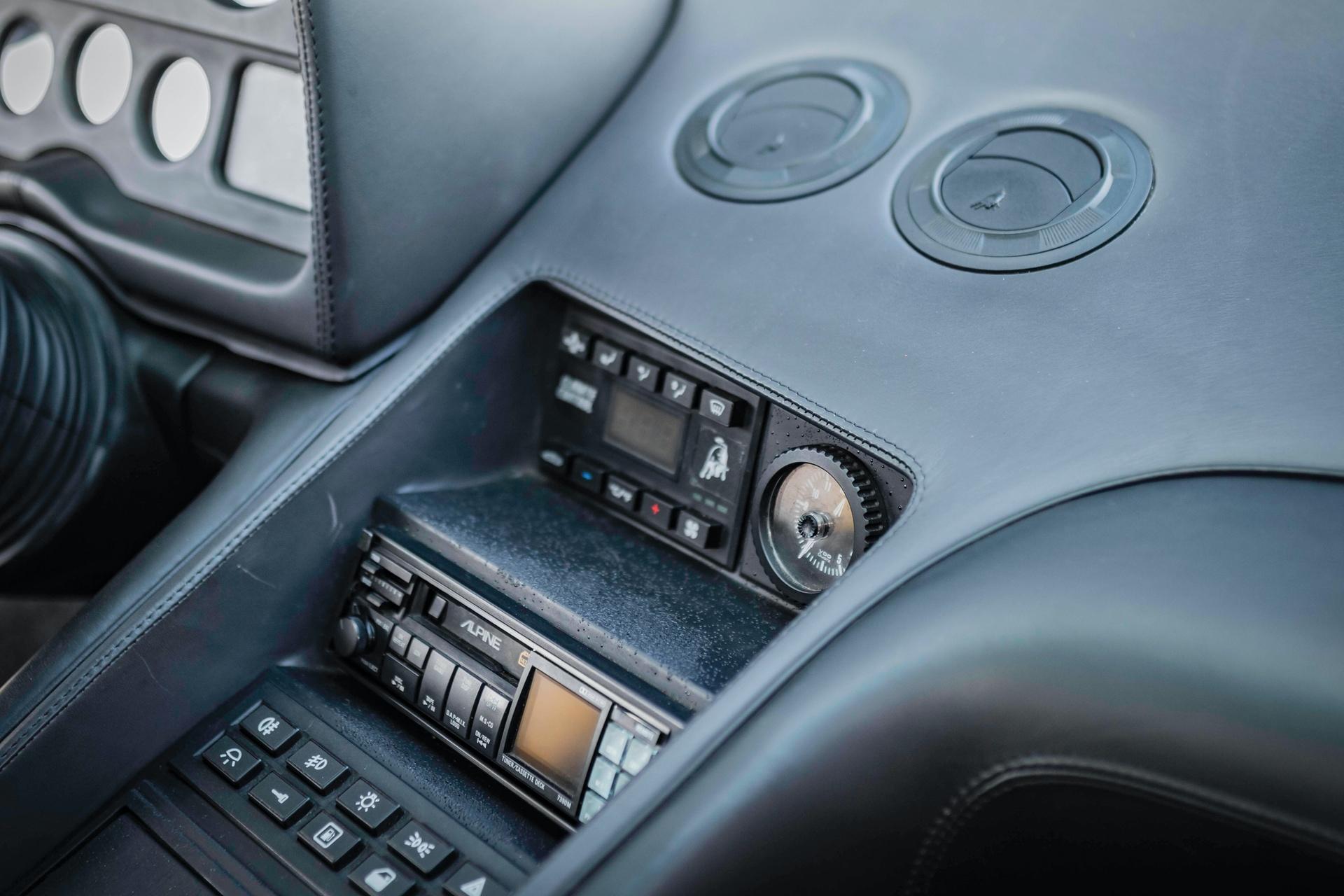 1991-Lamborghini-Diablo-_13