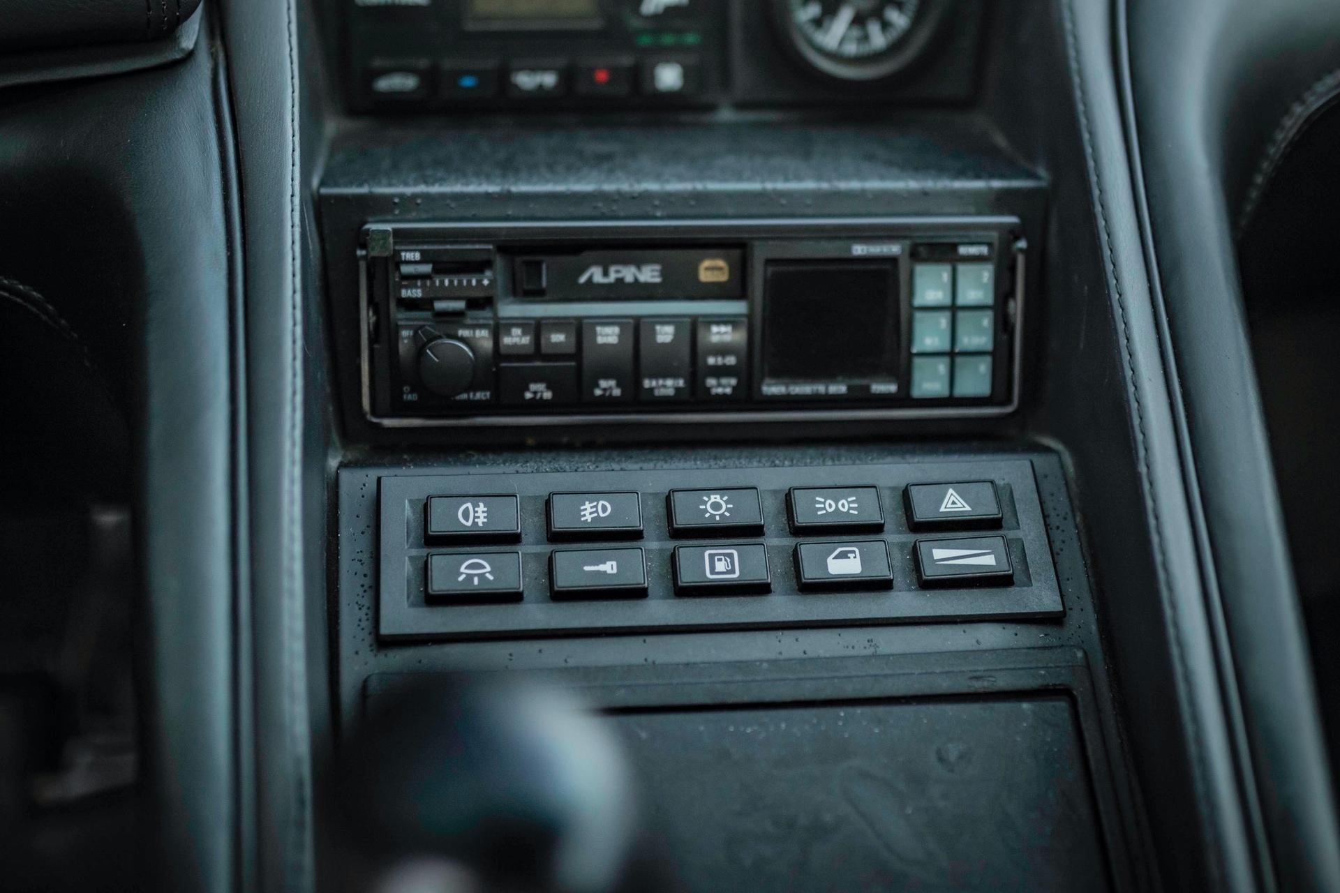 1991-Lamborghini-Diablo-_16