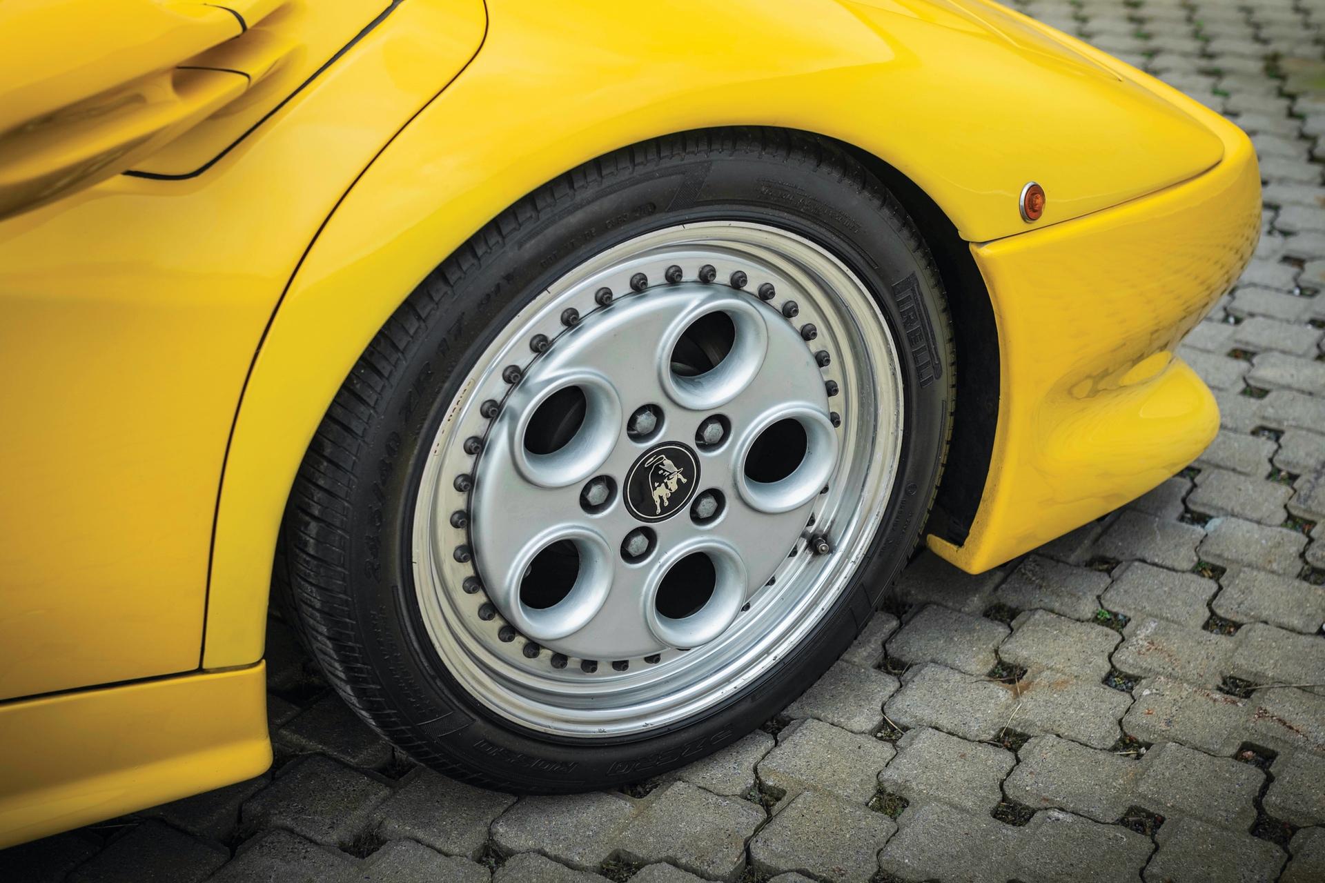 1991-Lamborghini-Diablo-_25
