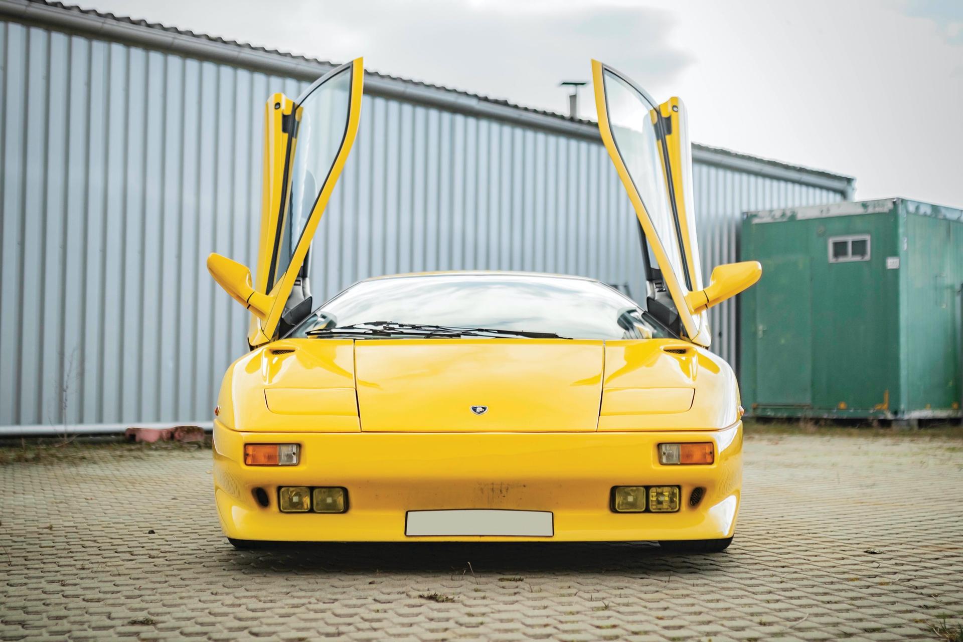 1991-Lamborghini-Diablo-_37