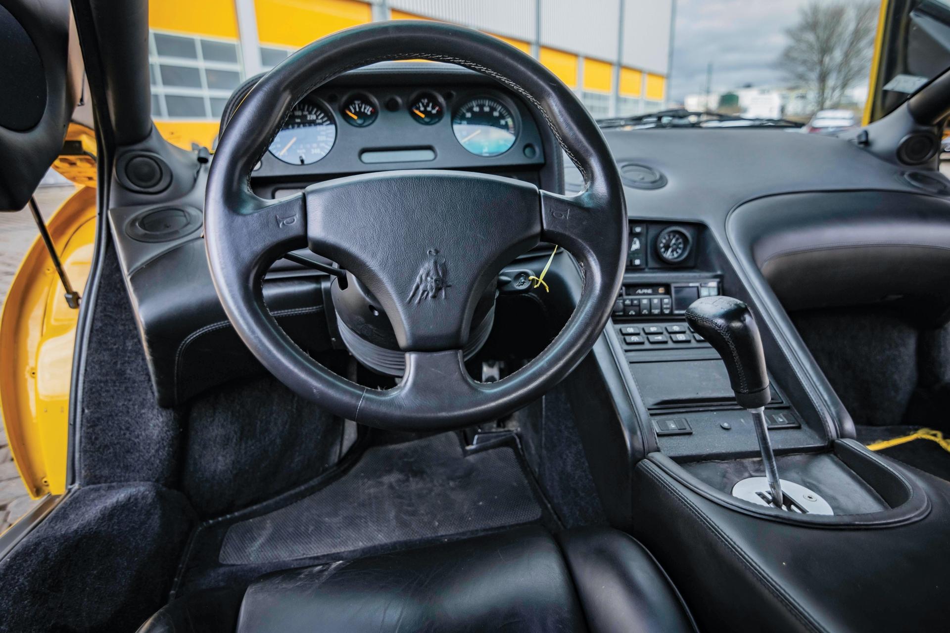 1991-Lamborghini-Diablo-_9